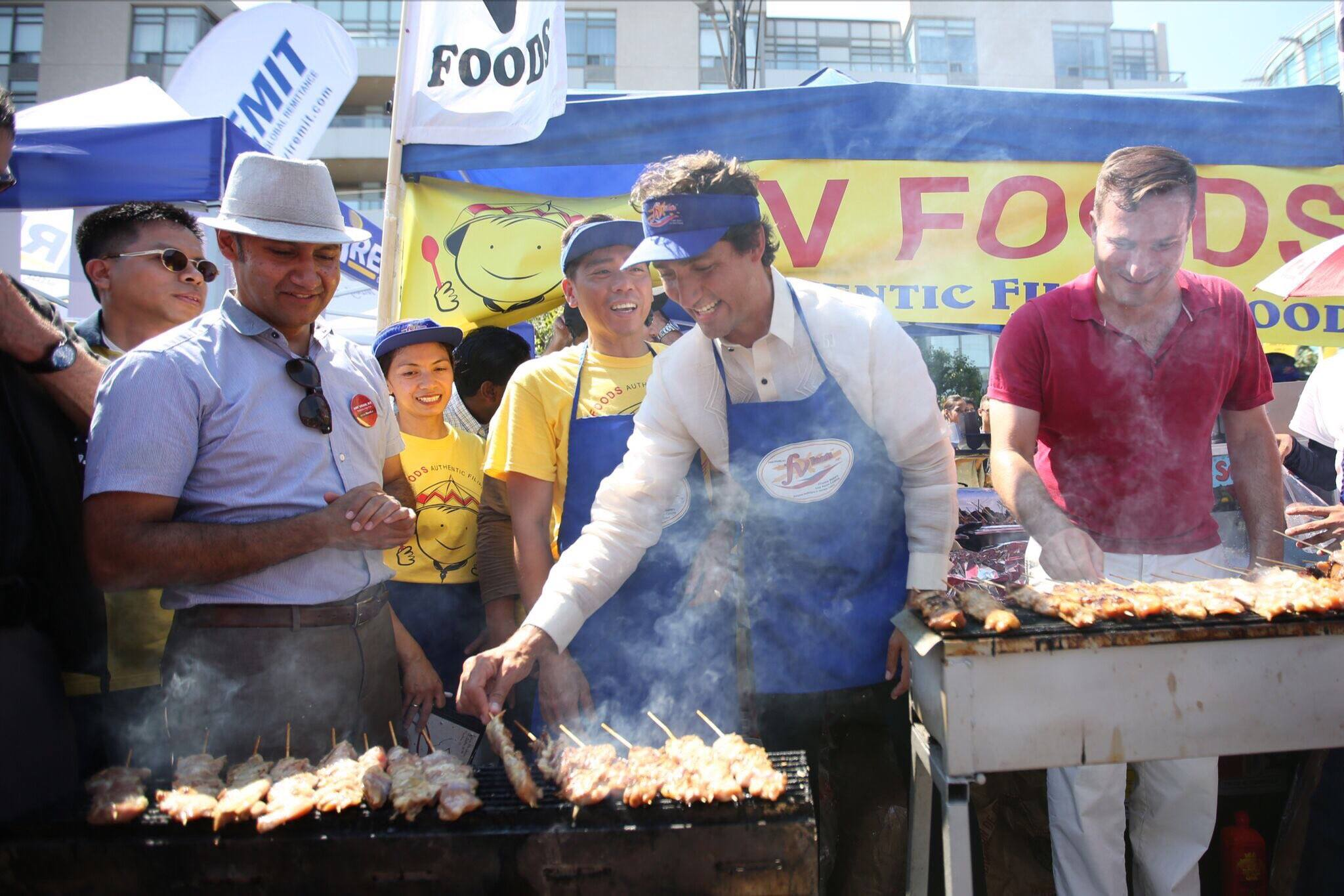 PINOY BARBECUE. Canadian Prime Minister Justin Trudeau (2nd from right) helps in grilling barbecue at the Taste of Manila event in Toronto, Canada, August 20, 2016. Photo courtesy Trudeau's official page on Facebook