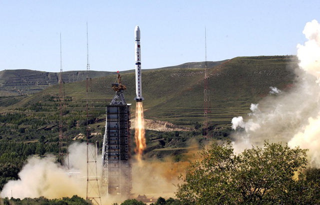 THE LONG MARCH. A Chinese Long March 4B rocket carrying a China-Brazil Earth Resources Satellite, named 02B, takes off from the Taiyuan Satellite Launch Centre in northern China's Shanxi province, 19 September 2007. File Photo by AFP.