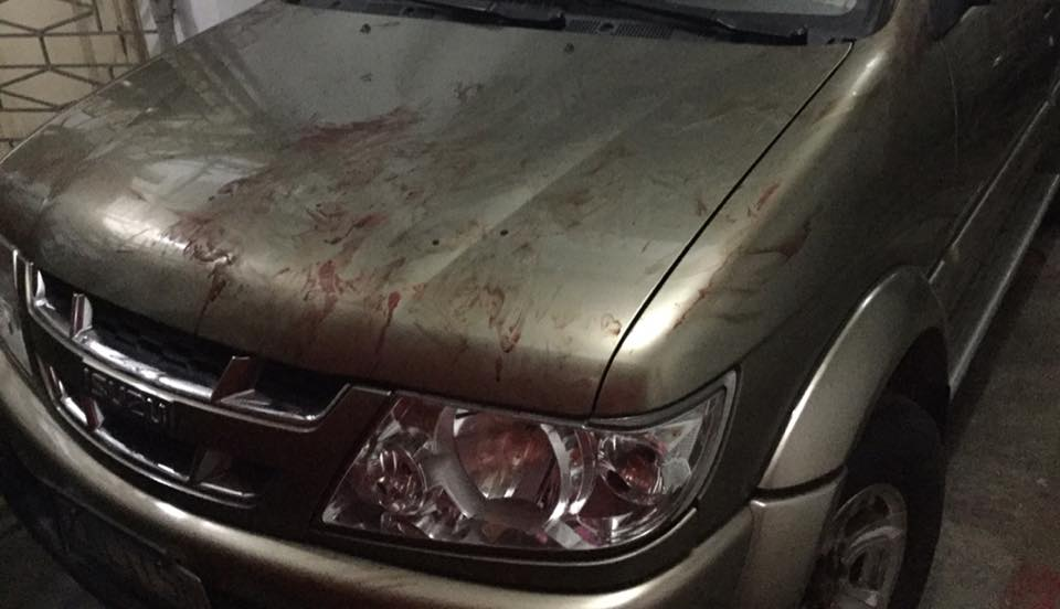 """SCAM. A viral Facebook post shows a car tainted with """"blood"""" by a man who pretended to be hit by the car. Photo from Kristine Claire Dela Cruz Facebook Page"""