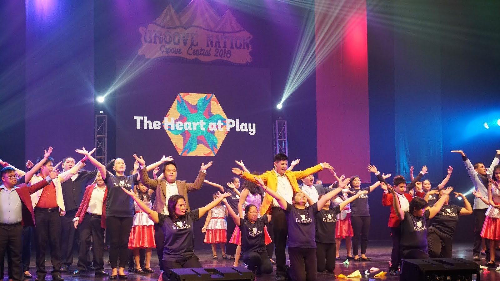 FINALE. Parents join their children at the 'The Heart at Play' Foundation performance. Photo by Angelica Yang/Rappler