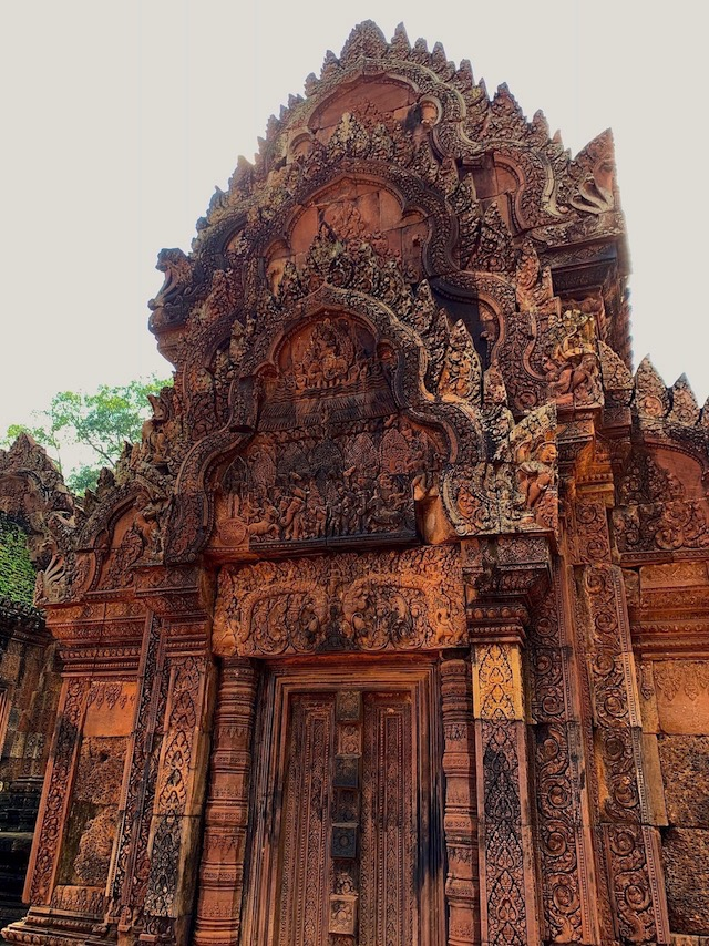 PINK TEMPLE. Intricate carvings are a hallmark of Banteay Srei. Photo by Chay Hofileña/Rappler