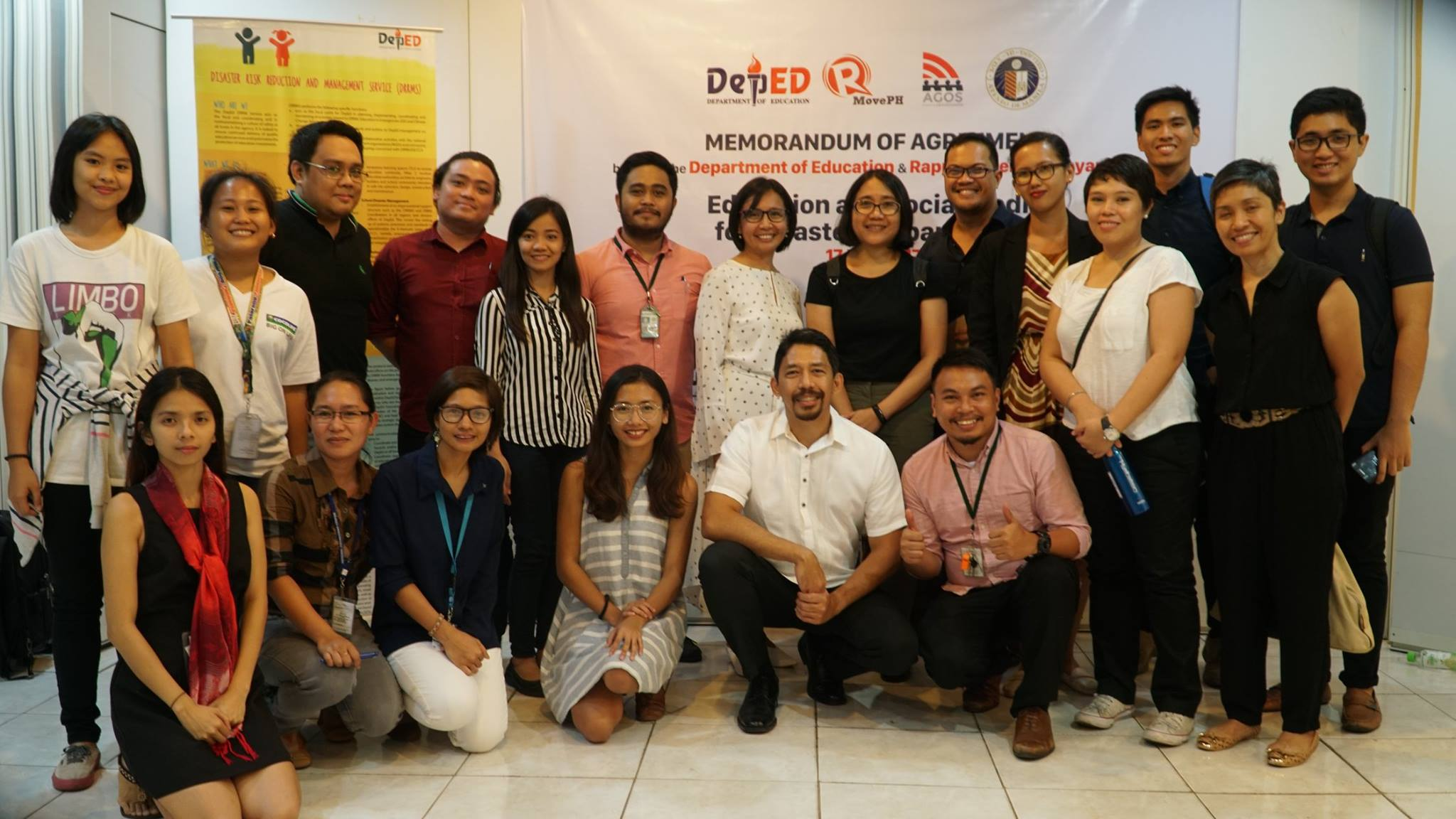 SIGNED. Members of DepEd, MovePH and Ateneo eBayanihan teams. At the center are Dir Ronilda Co, Prof Reena Estuar of Ateneo, and Rupert Ambil of MovePH. Photo by Jaen Manegdeg/Rappler