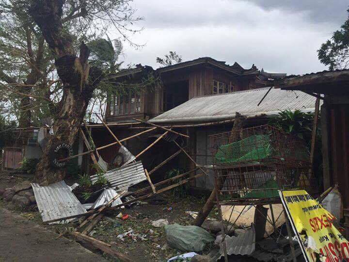ROOFLESS. A heavily damaged home sits vacant in Tabuk, Kalinga. Photo by James Edduba