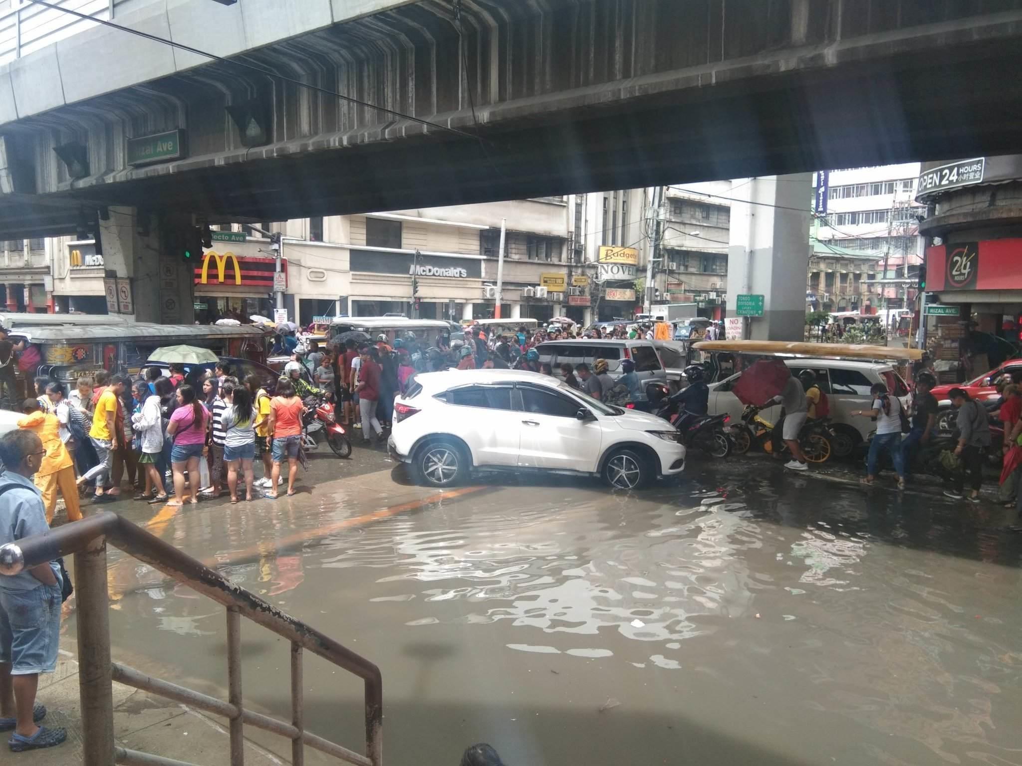 RIZAL Avenue, Sta. Cruz, Manila. Photo by Twitter user @MMPFajardo