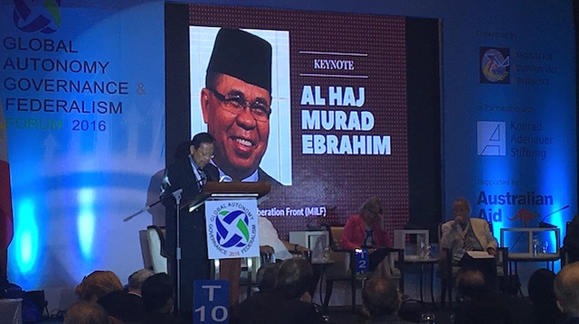 FEDERALISM FORUM. MILF Central Committee member Ahmed Amer reads the speech of MILF chairman Al Haj Murad Ebrahim. Rappler photo