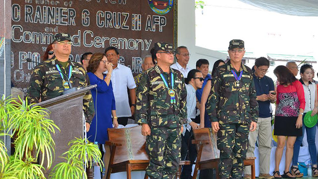 NEW COMMANDER. Major General Aurelio Baladad (L) is the new commanding general of the military's Eastern Mindanao Command. Photo courtesy of Eastmincom