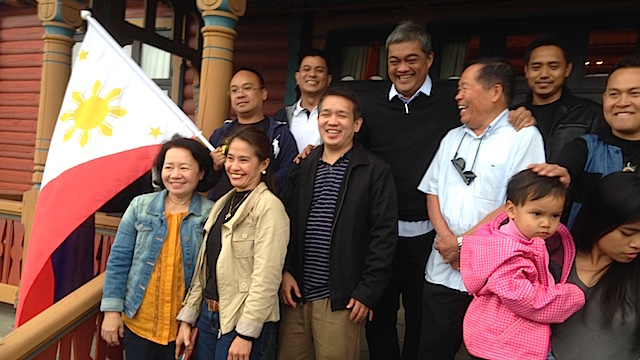 FILIPINOS IN OSLO. Government negotiator Hernani Braganza and the Filipino community in Oslo.