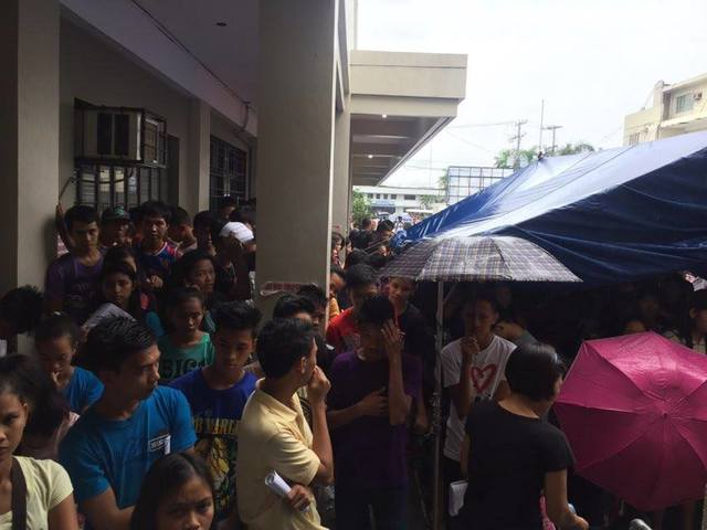 WAITING. Youth in Legazpi, Albay, wait their turn to register at the local Comelec office. Photo by Flored Medina.
