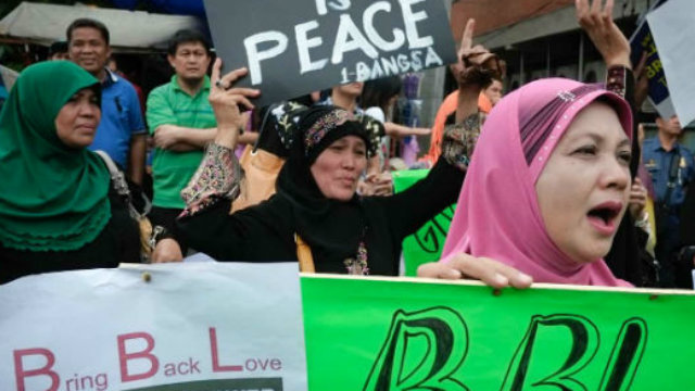 PEACE. Advocates believe the proposed Bangsamoro Basic Law is the key to long-term peace in war-torn Mindanao. File photo by George P. Moya/Rappler