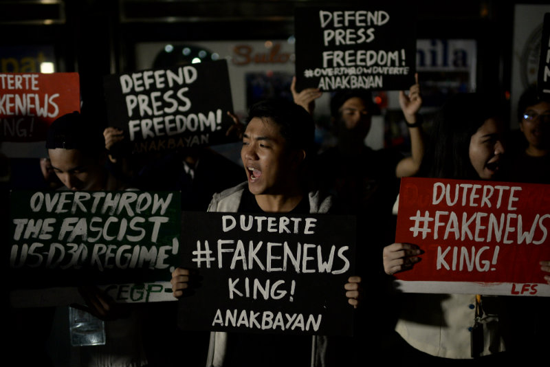 DEFEND PRESS FREEDOM. During their rally protesting the award given to Mocha Uson, UST students are also calling on the public to defend press freedom. Photo by Eloisa Lopez