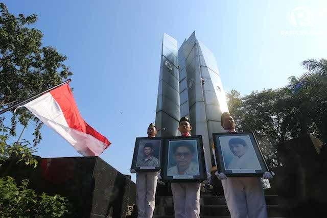 Civitas akademika Universitas Trisakti memberi penghormatan kepada 4 mahasiswanya yang tewas saat Tragedi Mei 1998. Foto oleh Gatta Dewabrata/Rappler