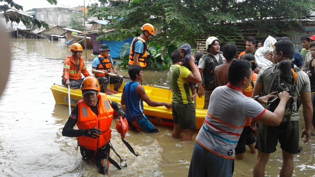 RESCUE. Members of the military and Bureau of Fire Protection together with other response units in the city frontlined the rescue operations in flooded low-lying barangays. Photo by ZCDRRMO