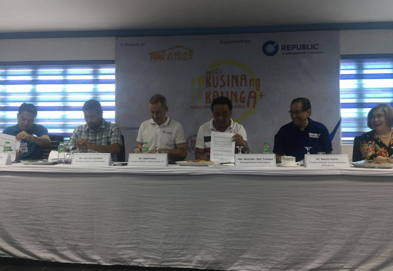 SET IN STONE. Representatives from Republic Cement, Gawad Kalinga, and the Norzagaray government sign the memorandum of agreement for the building of a new kitchen.