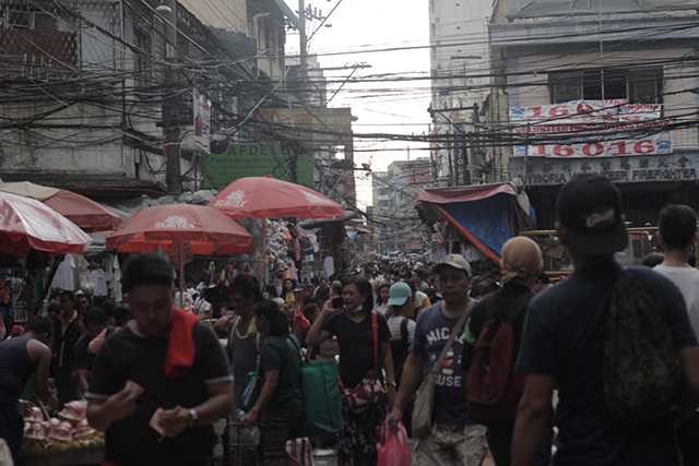 CROWDED STREET. While they are criticized for causing chaos and litter on the streets,  vendors have become integral to people's everyday lives in Metro Manila. Photo by Ponch Escobar/rRappler