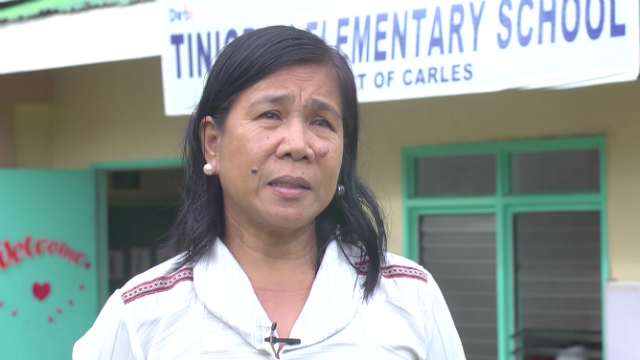 INSPIRATION. Tinigban Elementary School head teacher Editha Logronio says the students are an inspiration to more privileged youth. Photo by David Lozada/ Rappler