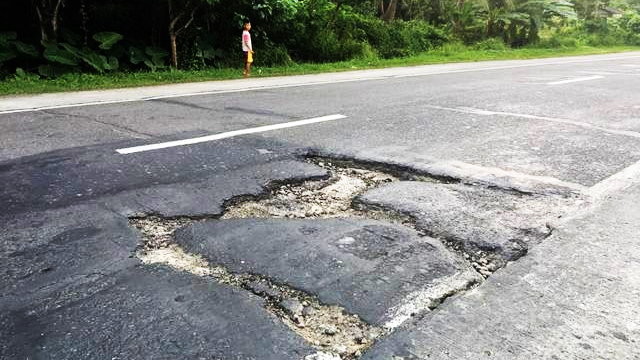 HEADS UP, MOTORISTS. This is the hazardous portion of Andaya Highway in Camarines Sur. Photo from The Philippine News Facebook page
