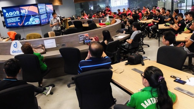ENGAGEMENT. Maria Ressa talks to Agos 101 Workshop participants at the Rappler HQ. Photo by LeAnne Jazul/Rappler