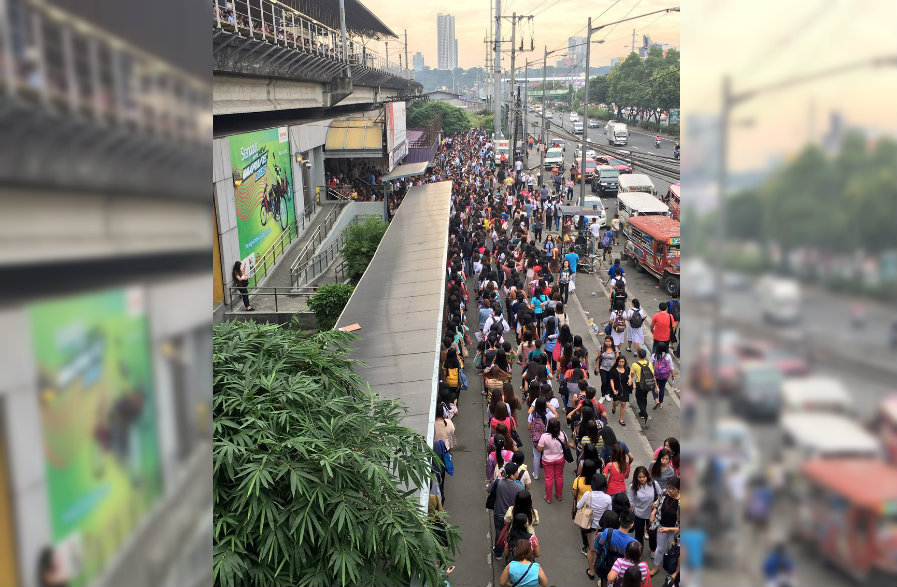 MONDAY RUSH HOUR. Commuters endure long lines at the LRT2 Santolan Station on October 9, 2017. Photo courtesy of Isabelle Yu