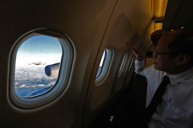 FIGHTER JETS. President Aquino watches a Philippine FA50 fighter jet escorting his airplane in February 2016. Malacañang photo bureau