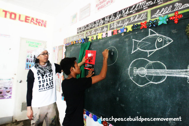 ARTS AND PEACE. AG Saño helping the children learn how to draw better