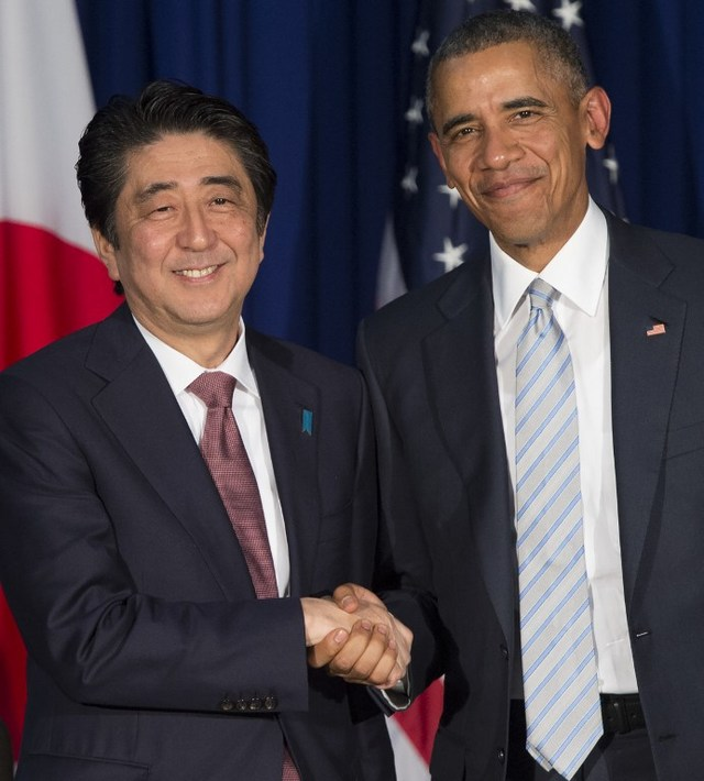 EXTERNAL POWERS. Japanese Prime Minister Shinzo Abe and US President Barack Obama increasingly became vocal about the South China Sea dispute during the APEC and ASEAN summits in November. Photo by Saul Loeb/AFP
