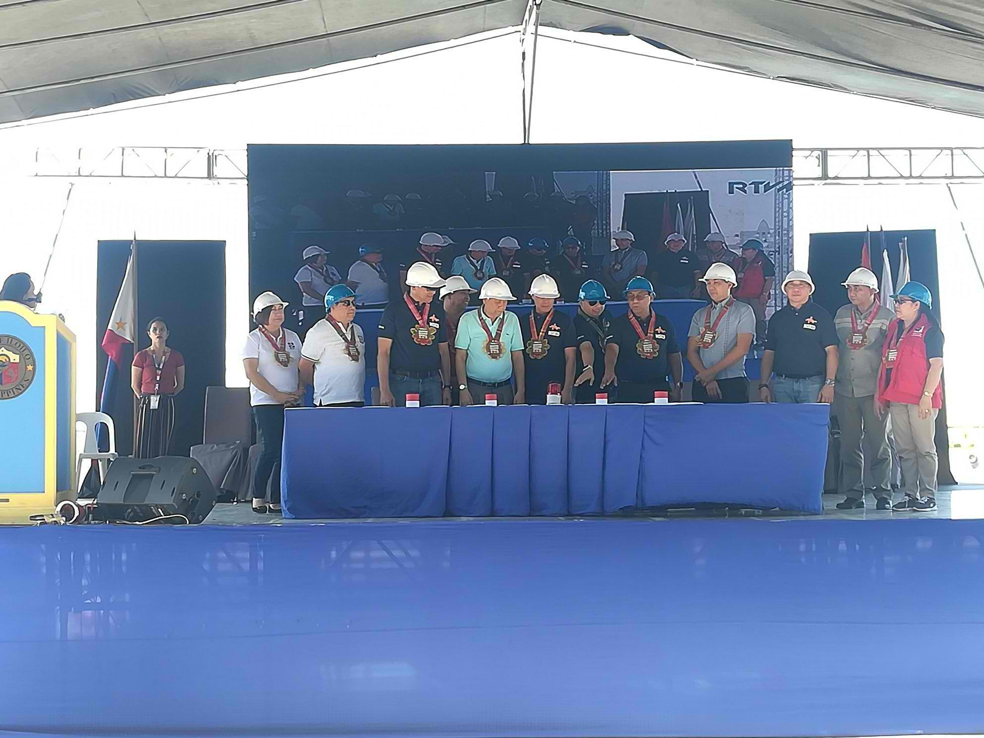 START. NDRRMC and local government officials lead the ceremonial pressing of the button to signal the start of the 1st Nationwide Simultaneous Earthquake Drill for 2019 at 2 pm on Thursday, February 21, 2019. Photo by Rhick Albay/Rappler