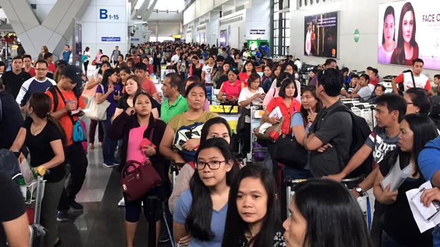 HOLIDAY RUSH. Hundreds of OFWs wait at NAIA Terminal 3 on January 2, 2017, due to a broken system handled by the POEA and linked to the BI. Photo by Don Michael de Leon