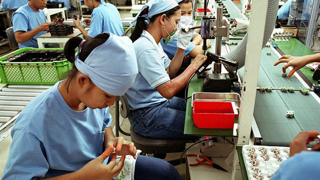 EQUALITY. The Philippines leads the Asia Pacific region in terms of gender equality in work, a study found. File photo by Romeo Gacad/AFP