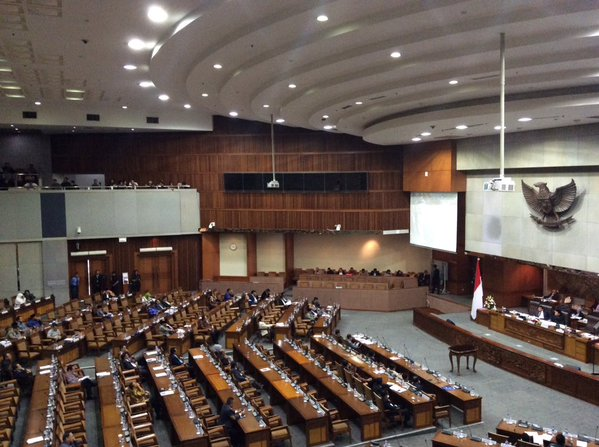 APBN 2016 SAH. Situasi rapat paripurna pembahasan pengesahan RAPBN 2016 di gedung parlemen, Jakarta, pada 30 Oktober 2015. Foto dari Twitter/@DPR_RI