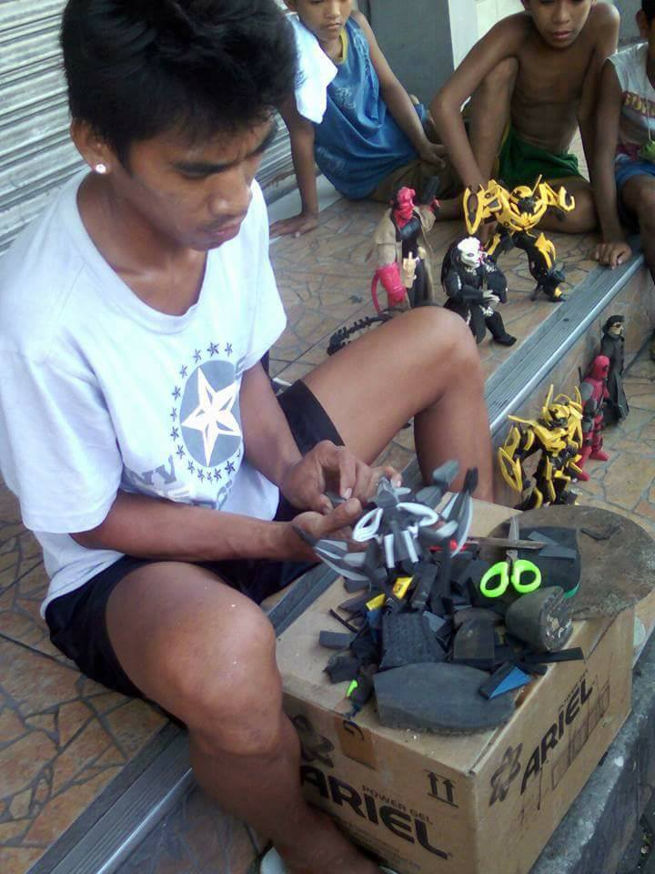 CRAFT. Elmer Padilla went to Lotus Mall in Imus City, Cavite to sell his action figures. Photo by Adrian Soriano Bernabe