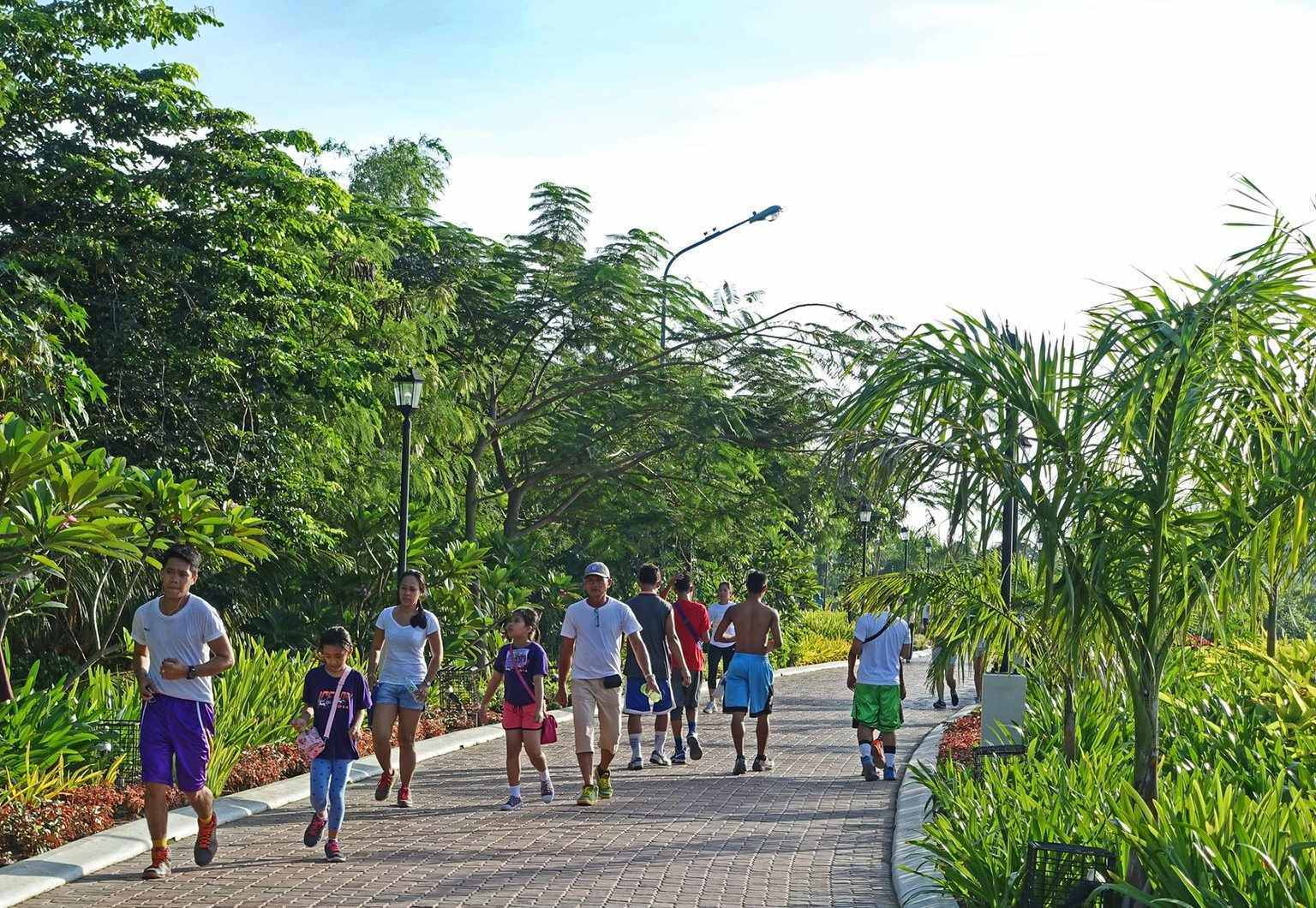 HAVEN. Envisioned as a place of leisure for Ilonggos and as a potential tourist spot, the Iloilo River Esplanade may soon be reopened to bikers. Photo courtesy of Paulo Alcazaren