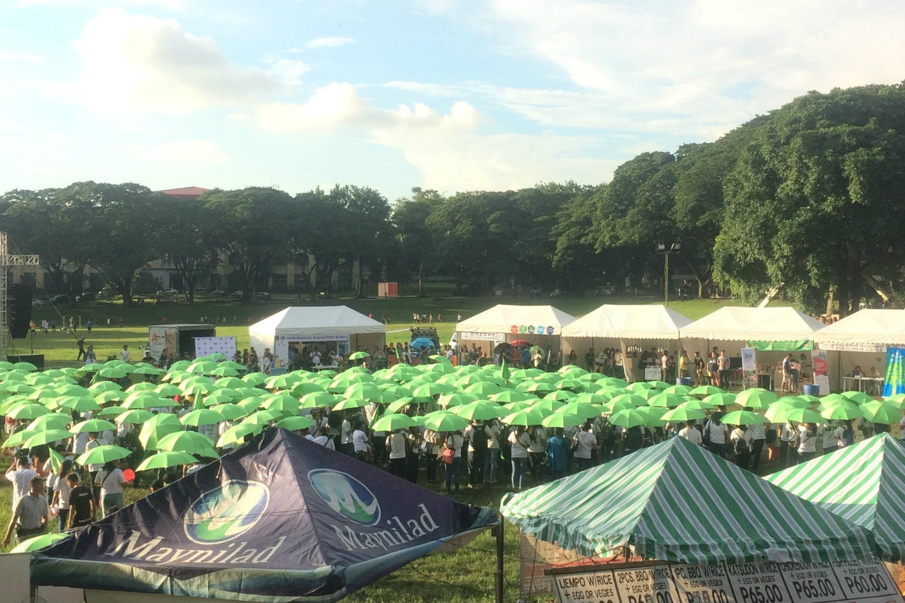 HUMAN FORMATION. Advocates formed a human-chain shaped as a leaf using green umbrellas in University of the Philippines Diliman.