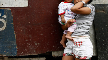PARENTHOOD. 1 in every 10 Filipino women aged 15 to 19 is already a mother, the 2013 National Demographic and Health Survey reveals. File photo by Dennis Sabangan/EPA