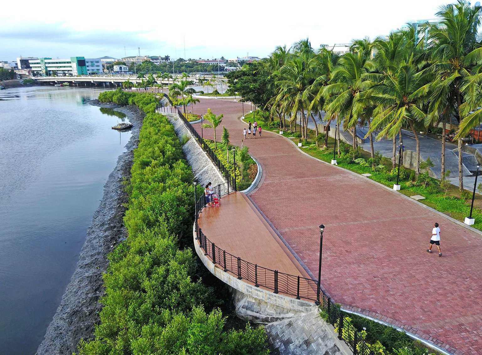 ESPLANADE. Designed by celebrated Filipino architect Paulo Alcazaren, the Esplanade was recently hailed a Haligi ng Dangal awardee for best landscape architecture by the National Commission for Culture and the Arts. Photo courtesy of Paulo Alcazaren