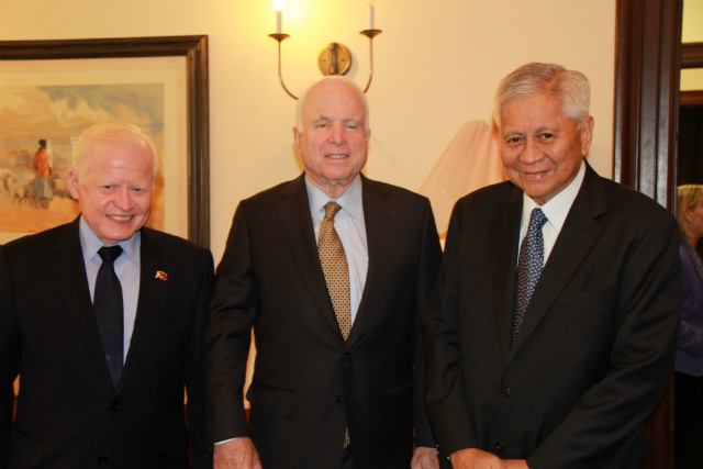 KEY MEETING. Philippine Foreign Secretary Albert del Rosario (1st from right) and Philippine Ambassador to the US Jose Cuisia Jr (3rd) also meet with US Senator John McCain (2nd) on May 11, 2015. Photo courtesy of DFA