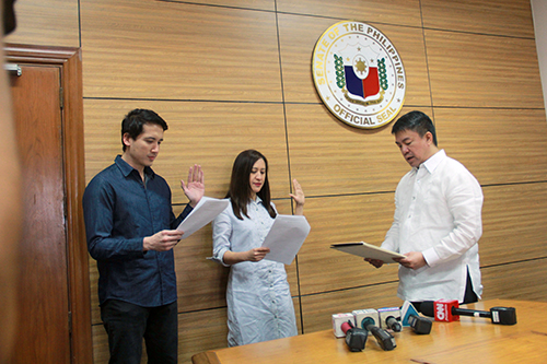 On May 10, 2017, then Senate president Koko Pimentel leads the oath-taking of Joy Belmonte and Gian Sotto. But PDP-Laban later on did not endorse the two for Quezon City mayoralty and vice mayoralty candidates. Photo by Ariel Cagadas