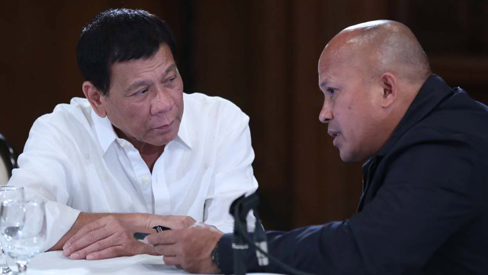 'WAR ON DRUGS.' In this file photo, President Duterte confers with PNP chief Ronald dela Rosa.