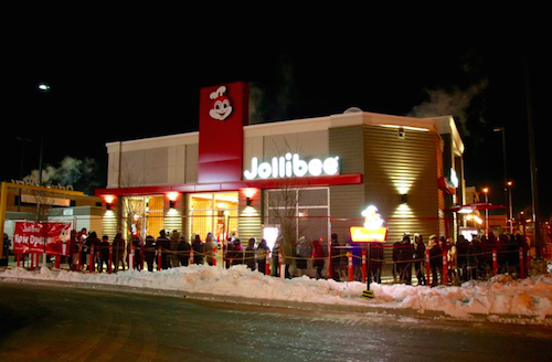 FIRST IN CANADA. People brave sub-zero temperatures as they line up during the opening of Jollibee's first Canadian branch. Photo from Jollibee Canada's Facebook page