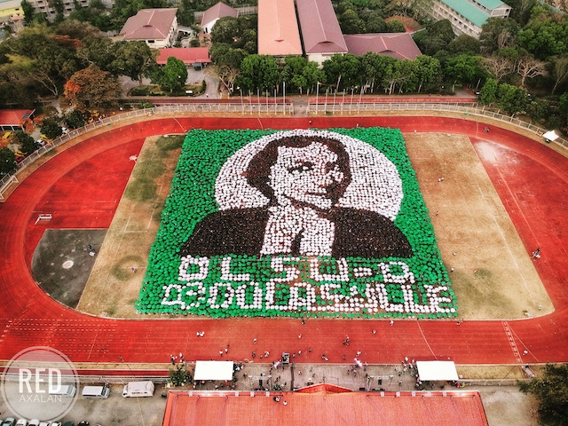 ANIMOSAIC 2. Lasallian students, faculty, staff, alumni, parents, among others, form the image of its founder, St. John Baptist De La Salle in commemoration of its 300th feast day on Sunday, April 7 at the DLSU-D Track Oval. Photo from Red Axalan