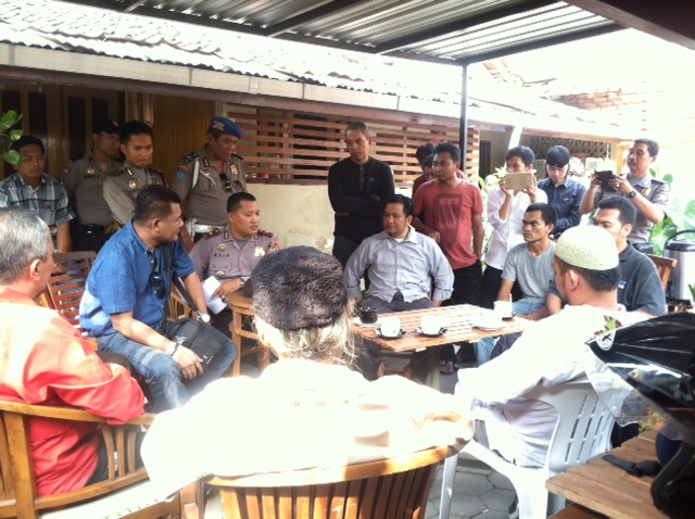 SYIAH DITENTANG. FUI dan FJI menentang aktivitas penganut Syiah di Dusun Manggung, Sleman, 23 Oktober 2015. Foto oleh Mawa Kresna/Rappler