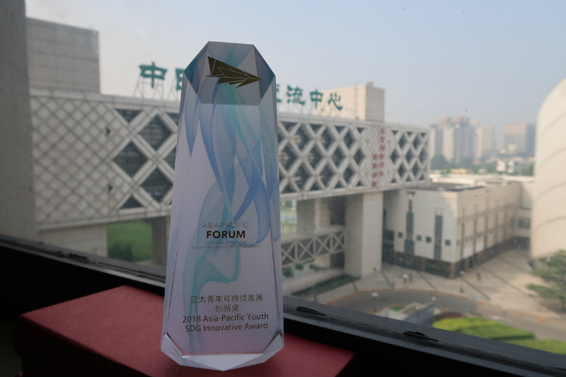 WINNERS. Phinix and Arooga Health bag awards at the recently held Asia-Pacific Forum on Youth Leadership, Innovation and Entrepreneurship in Beijing, China. Photo courtesy of Pamela Mejia