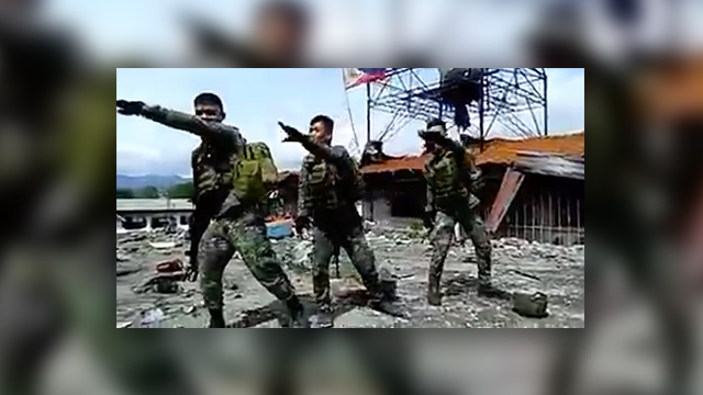 HIGH MORALE. Members of the Philippine Marines dance with the hit craze 'Baby Shark' Screenshot from the video uploaded by Soldiers' Wives and Girlfriends Facebook Page