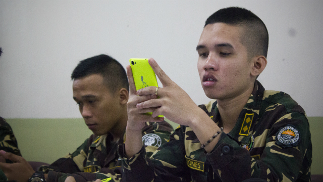 MOBILE TECHNOLOGY. An ROTC officer in Iloilo uses a smartphone to tweet critical information for disasters. Photo by Vina Salazar/ Rappler