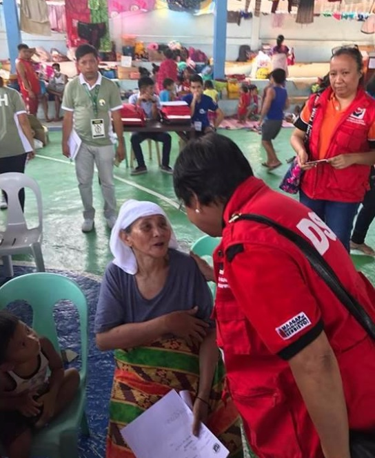 EVACUATION CENTER. Social Welfare Secretary Judy Taguiwalo flies to Cagayan de Oro City on May 30 to check on the status of relief operations for families affected by the ongoing armed conflict in Marawi City. Photo courtesy of DSWD