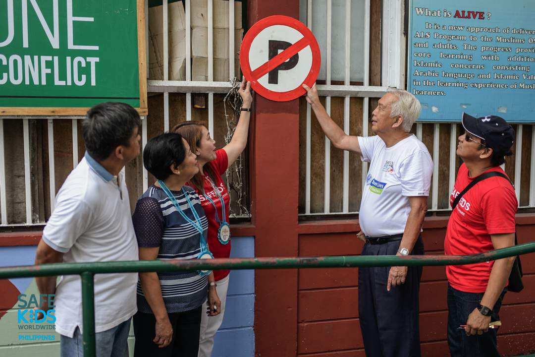 INSTALLATION OF SIGNS. Aside from raising awareness, the school partnered with the local barangay to install signages for better road safety conditions in the area. Photo by Heinz Reimann Orais