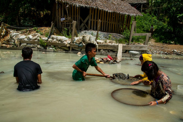 CHILD LABOR. Child laborers in the Philippines can be as young as 5. File photo from HRW