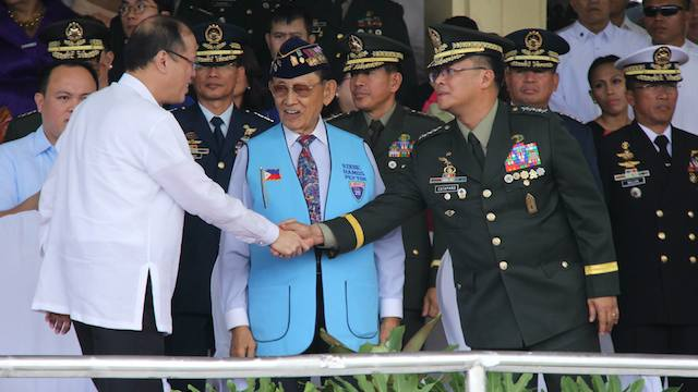 AFP ANNIVERSARY: President Benigno Aquino III and former President Fidel Ramos join the AFP top brass during the AFP's 79th anniversary celebration. Malacañang photo