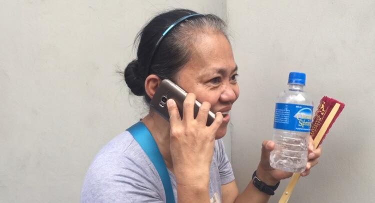 ECSTATIC MOTHER. Editha Billones calls her daughter Zandalee to inform her she has passed the 2017 Bar Examinations. Photo by Lian Buan/Rappler