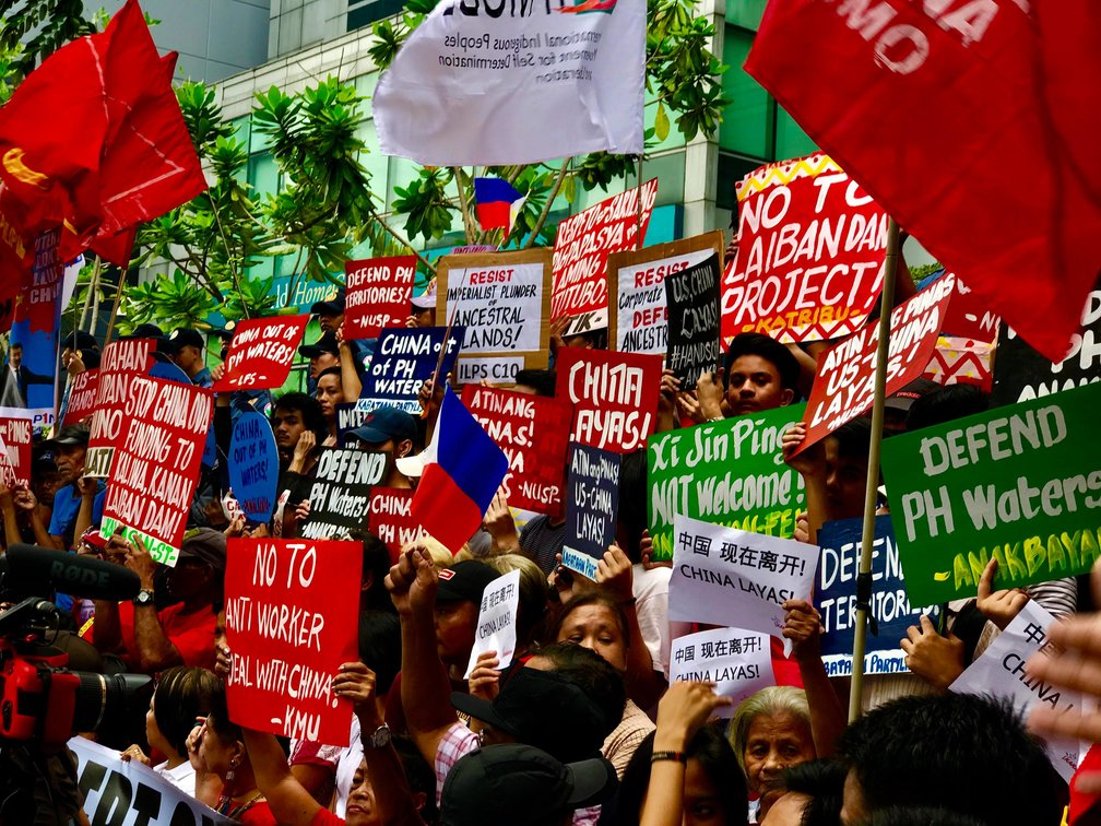 NOT WELCOME. Protesters gather in front of the Chinese Consulate in Makati City to denounce the state visit of Chinese President Xi Jinping to the Philippines. Photo by Kurt Dela Peña/Rappler