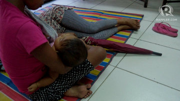 BABY. Mel with her baby and her sister during an NGO workshop. Photo by Fritzie Rodriguez/Rappler
